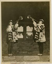 Trumpeting heralds in the Cloisters